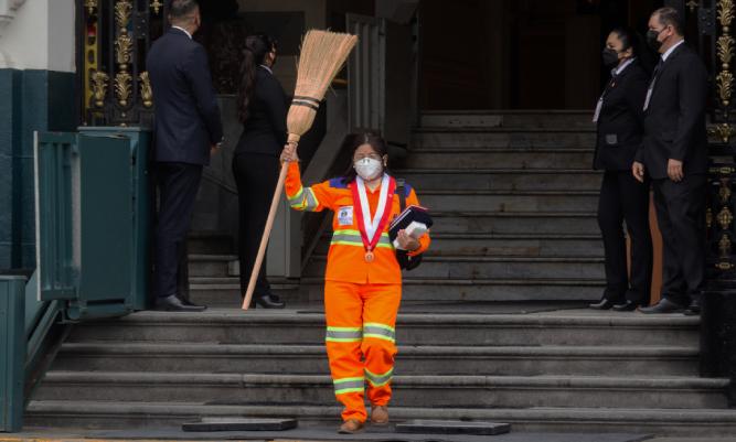 Isabel Cortez, la obrera de limpieza que llegó al Congreso